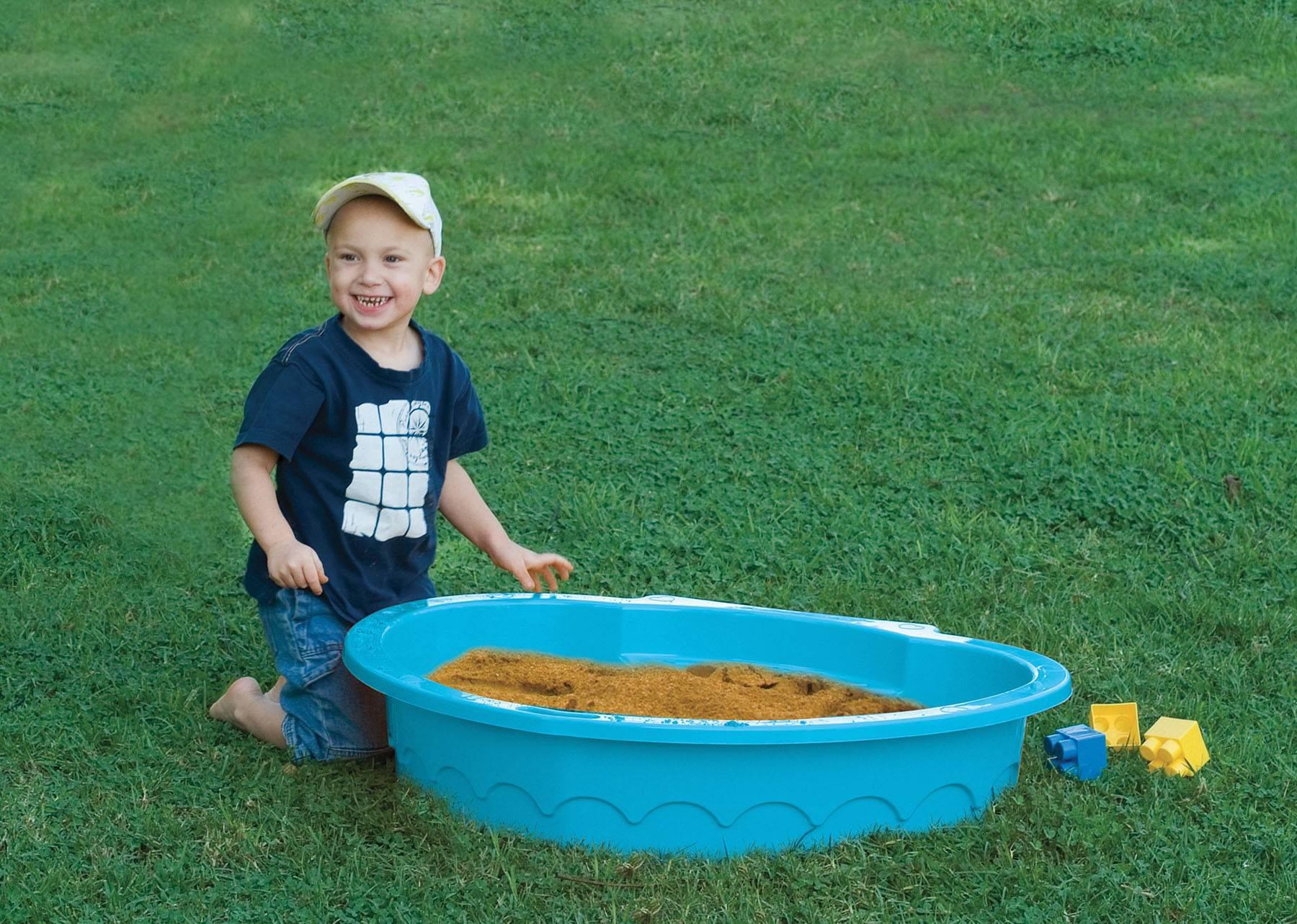 PalPlay piaskownica m434 dziecko bawi się w piaskownicy