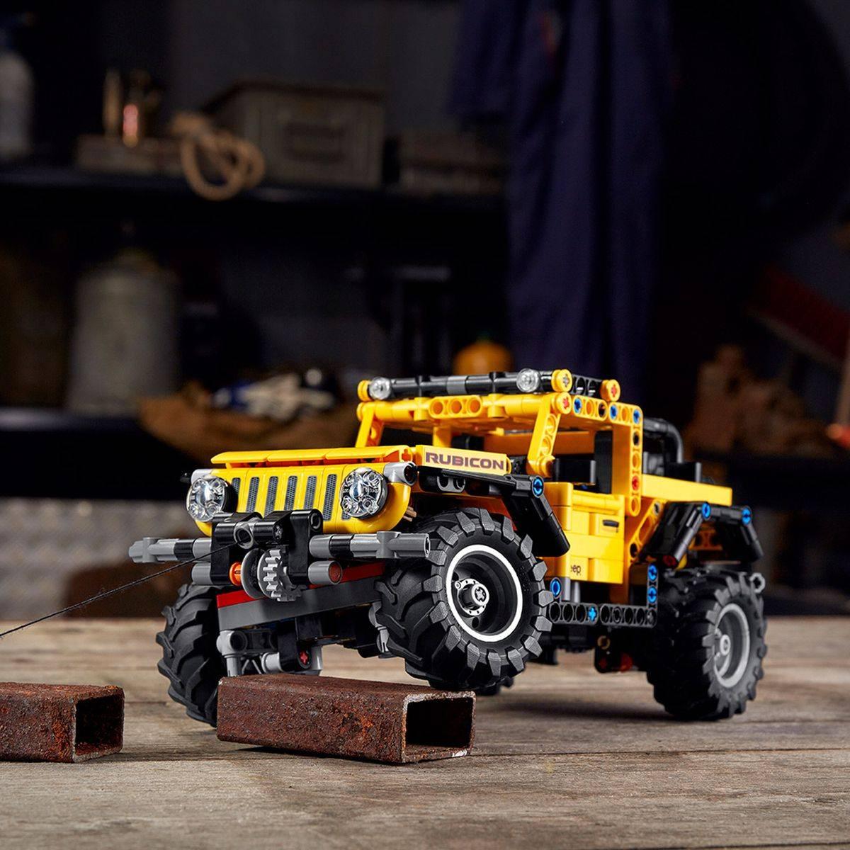 LEGO Technic Jeep Wrangler model 42122