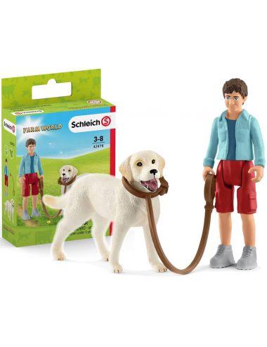 Schleich 42478 Spacer z psem rasy Labladar Retriever